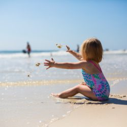 Bambini ed esposizione solare: benefici e rischi